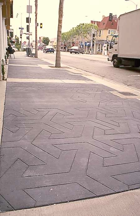Sidewalk in embossed black concrete